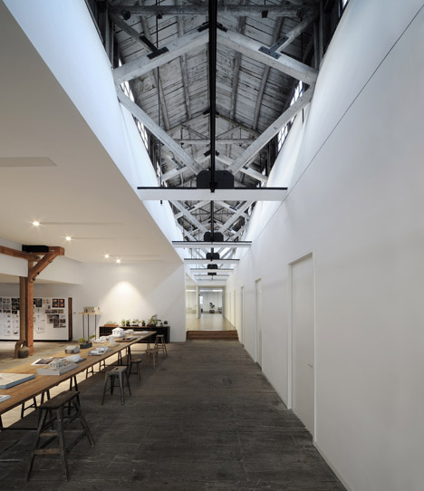 Co-working-Space-by-NaturalBuild-office-interior-shanghai-warehouse-wood-event-space_dezeen_468_1