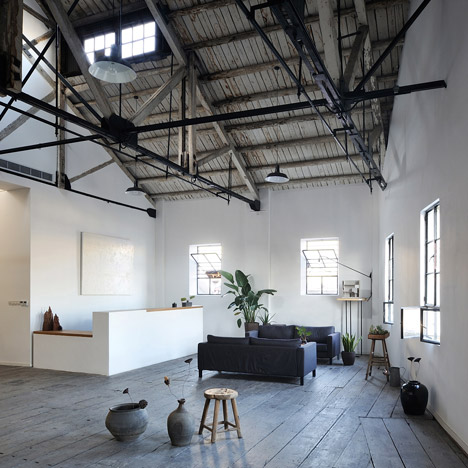 Co-working-Space-by-NaturalBuild-office-interior-shanghai-warehouse-wood-event-space_dezeen_468_10