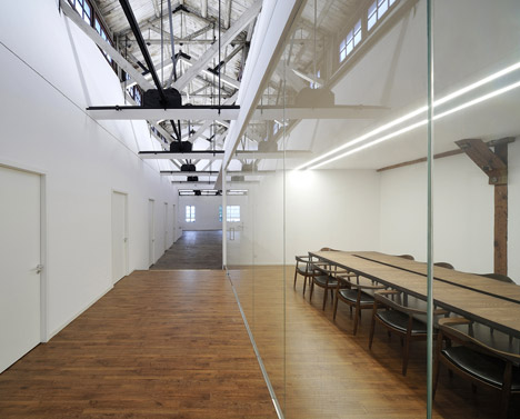 Co-working-Space-by-NaturalBuild-office-interior-shanghai-warehouse-wood-event-space_dezeen_468_4