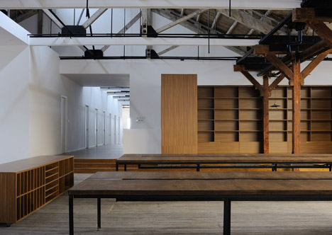 Co-working-Space-by-NaturalBuild-office-interior-shanghai-warehouse-wood-event-space_dezeen_468_5