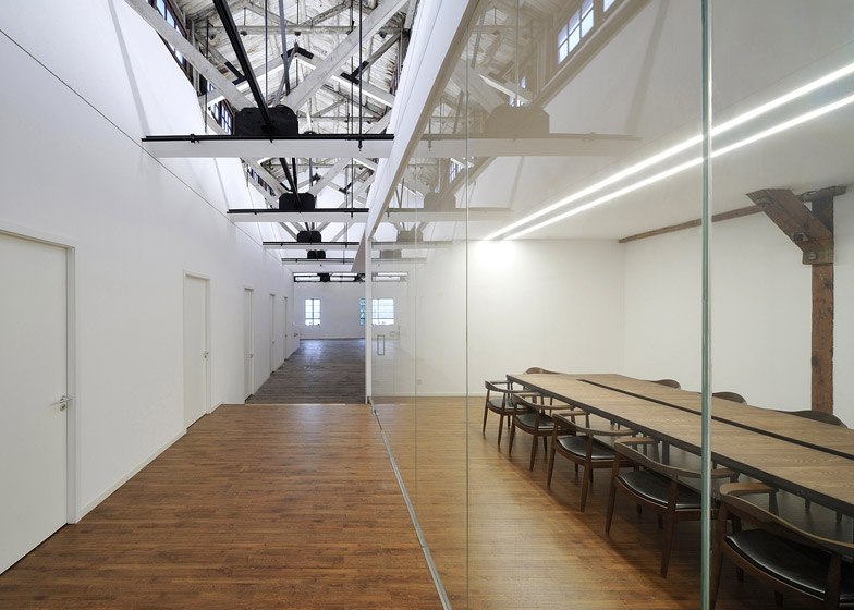 Co-working-Space-by-NaturalBuild-office-interior-shanghai-warehouse-wood-event-space_dezeen_784_3