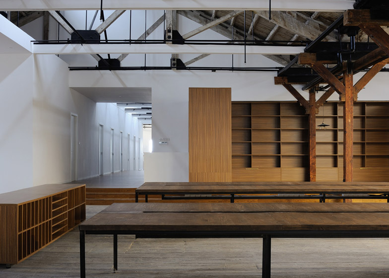 Co-working-Space-by-NaturalBuild-office-interior-shanghai-warehouse-wood-event-space_dezeen_784_4