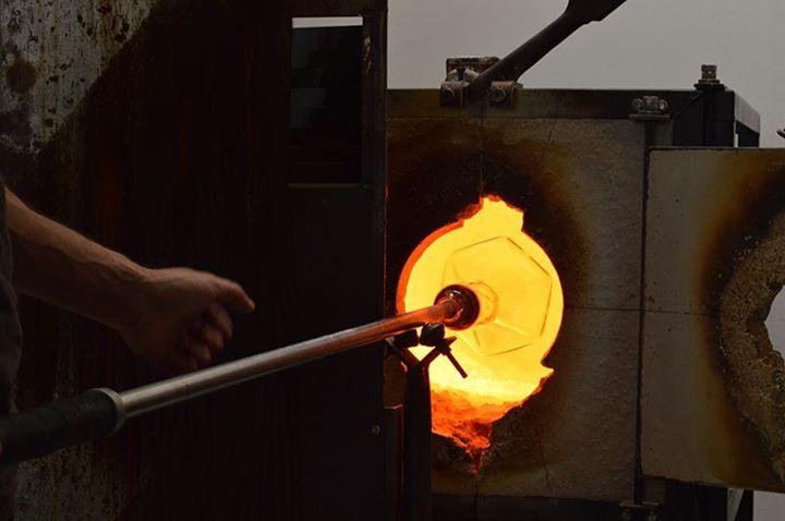 滑動小鋼珠點亮Mercure Lamp   設計師 Lucie Le Guen 揭示電力交流的燈飾設計
