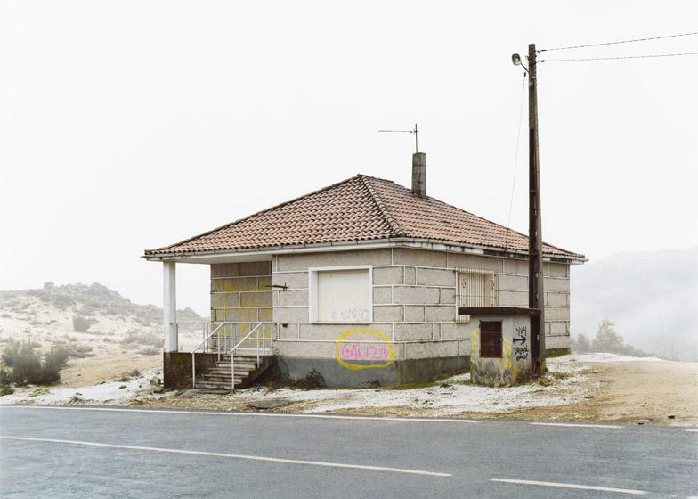 Ubergang-by-Josef-Schulz_dezeen_784_20