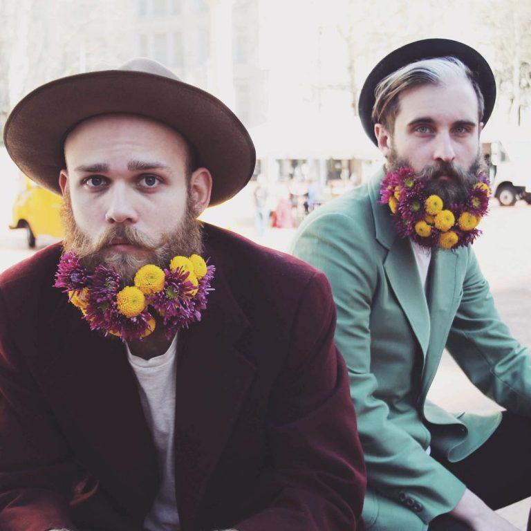 Flower Beards 正流行,看兩個大男孩如何變身成花美男