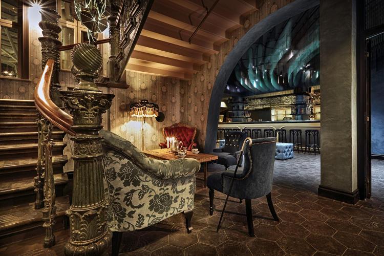 3039299-slide-s-15-indulge-your-19th-century-seafaring-lobby-storahotelletbystylttrampoli