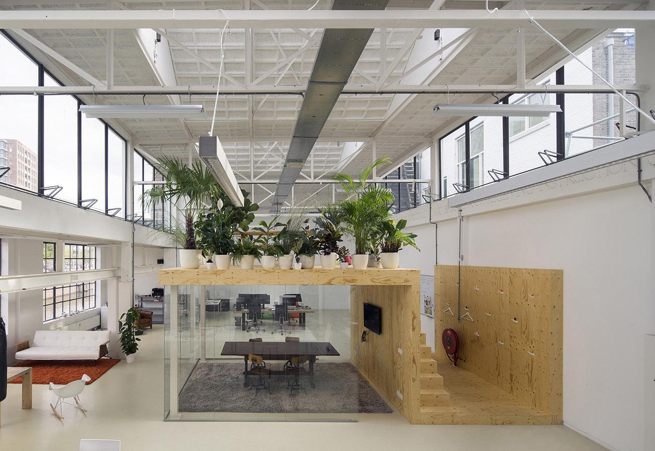 室內屋頂小花圃,「屋中屋」設計辦公室:荷蘭工作室 JvantSpijker 作品