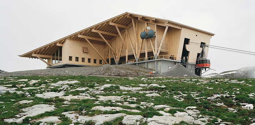 一覽與世隔絕的清幽天堂:瑞士山峰纜車站 Gipfelrestaurant Chäserrugg