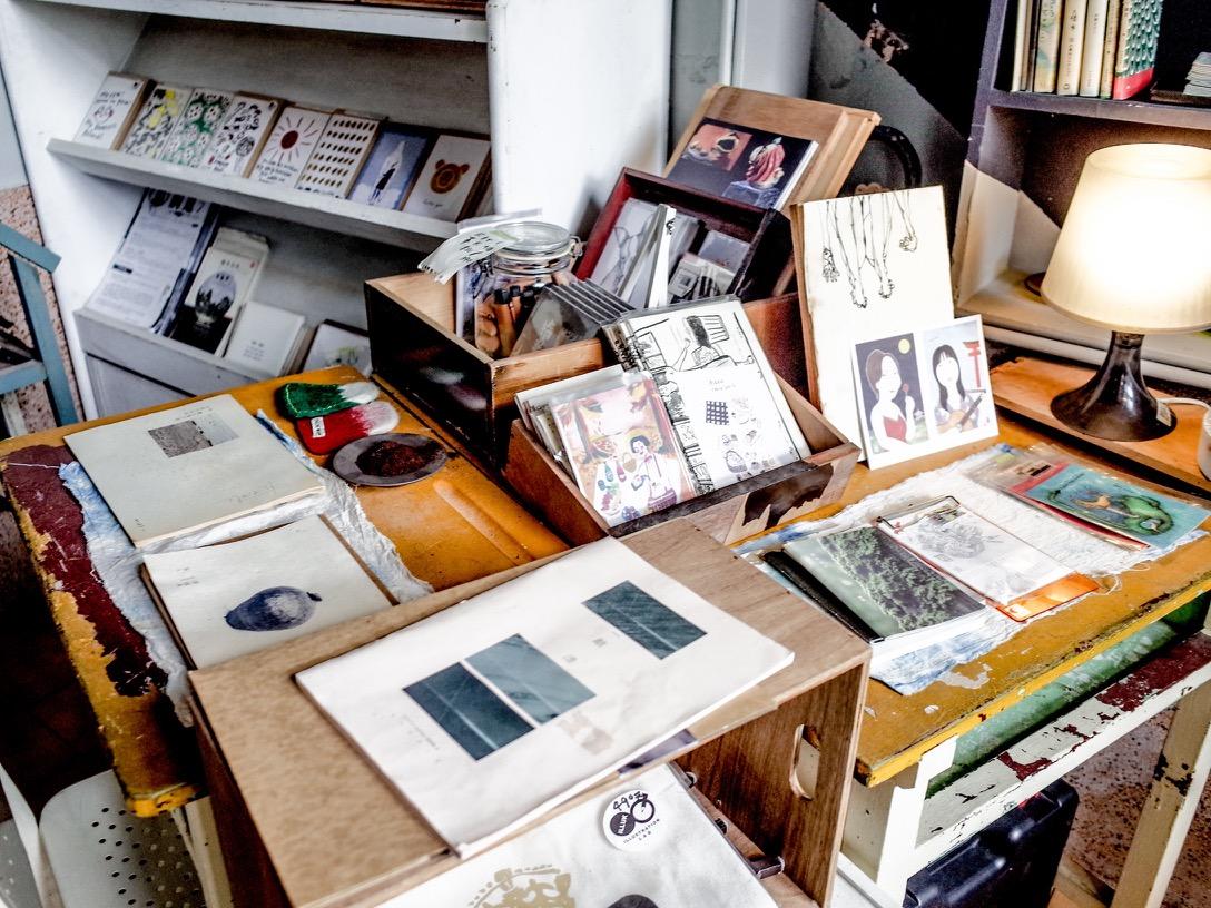 紙本小誌、卡片或是手工小物,龔龔也在店內闢了一個角落擺放,挖掘更多提升生活風格的可能性。