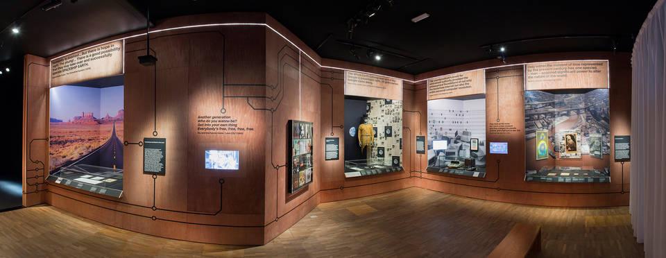 資訊革命的發展,身處當代的我們更能感受其影響力。Image Courtesy of V&A Museum