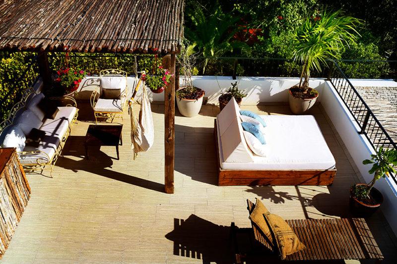 hotel_la_semilla_holiday_vacation_porch-800x533