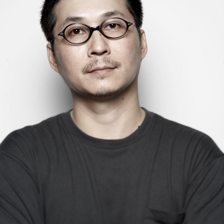 李取中,人文雜誌 The Big Issue Taiwan《大誌》總編輯,近期新創藝文生活報紙——一個屬於火星世代的媒體——The Affairs《週刊編輯》。